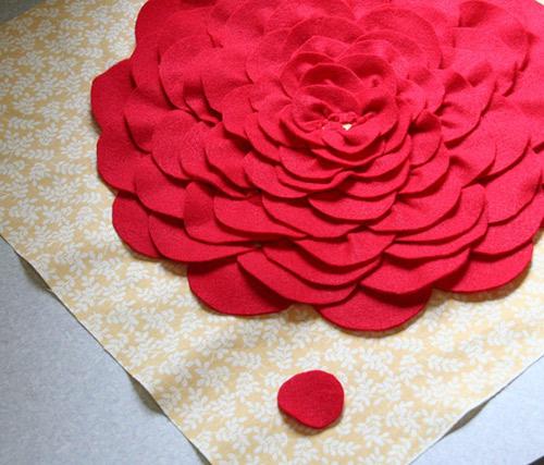 Làm gối tựa hoa hồng xinh xắn