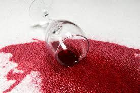 Làm sạch vết rượu vang trên thảm
