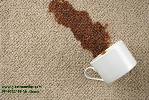 Mẹo làm sạch vết bẩn thức uống trên thảm